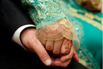 הגעת החתן והכלה לאולם החינה
